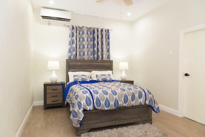 Hololo Haven: Blue Basin Room- AC, TV, free wifi!