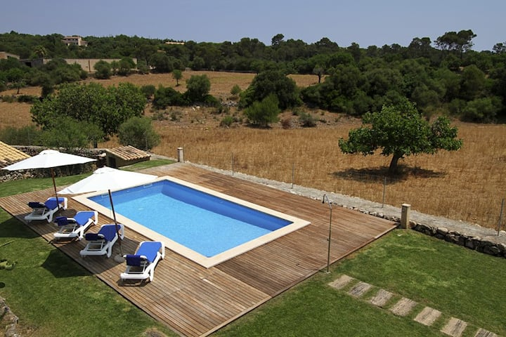 Mallorcan style house with pool and air con