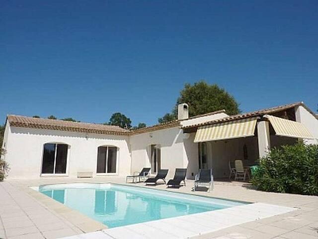 Villa de 175m²  avec piscine privée chauffée