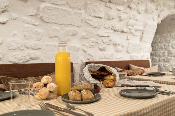 Enjoy a tasty breakfast made with organic and fresh products
