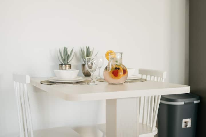 Brand new modern apartment close to beach!