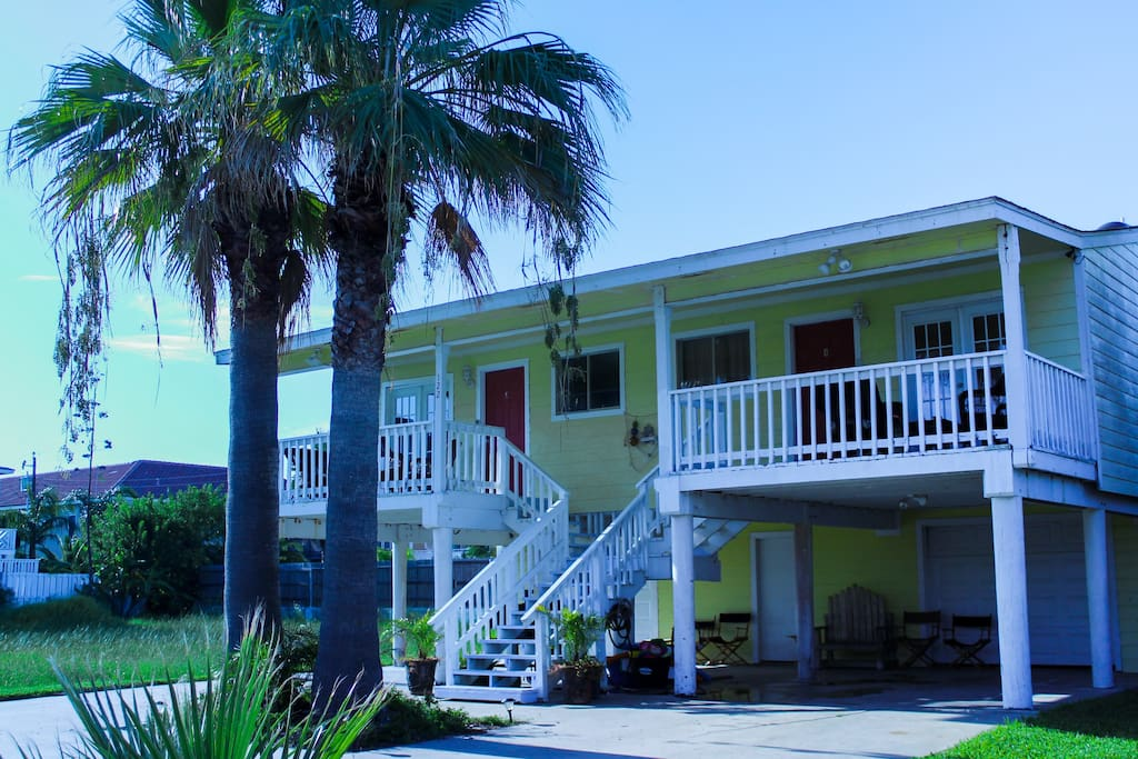 Beautiful spacious kingfish cottage 4br 4ba cabins for Cabin rentals south padre island tx