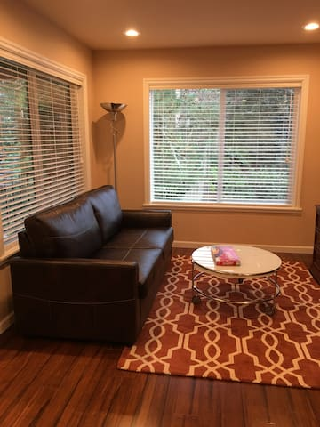 Modern and Private Unit, Close to aminities - Bellevue - House