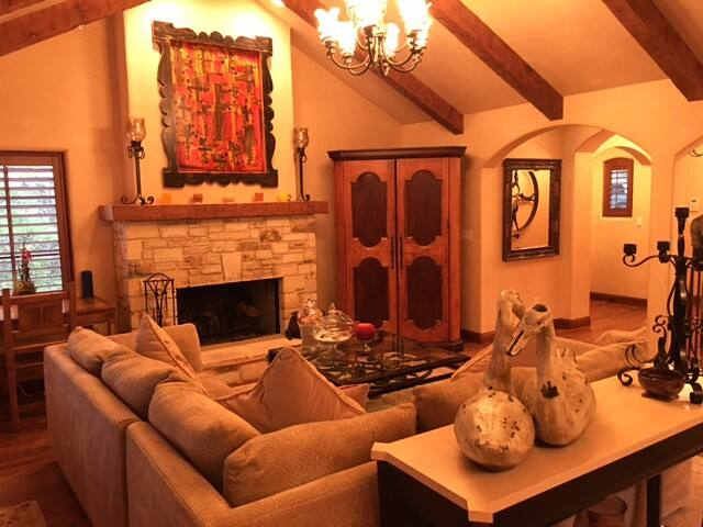 Luxury Downtown Carmel Home - Walk to Everything - Carmel-by-the-Sea - Wohnung
