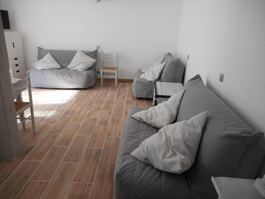 Studio neuf de 35 m donnant sur une cour apartments for for Studio neuf