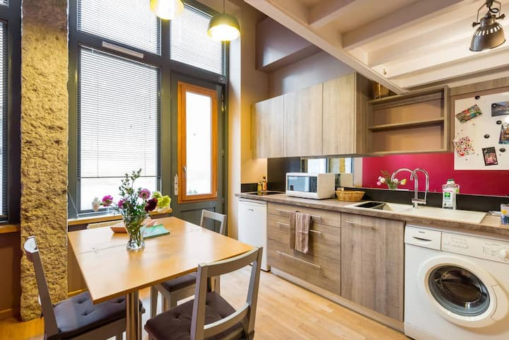 atypical apartment in the heart of the 7th