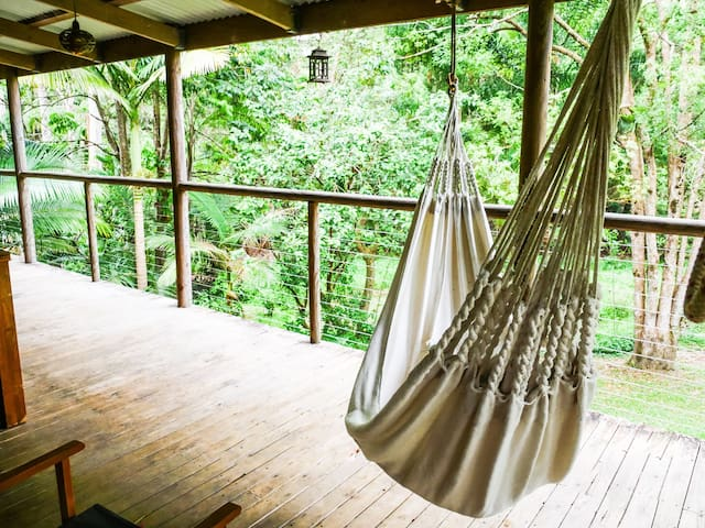 Eco Forest Hideaway. Centre of Town - Eumundi - House