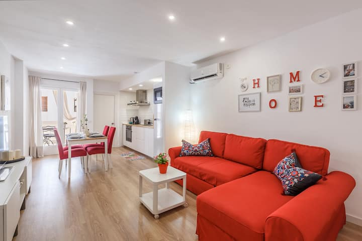 "Central Holiday Apartment ""Aire del Mar"" with Terrace, Air Conditioning & WiFi; Parking Available in the Street"