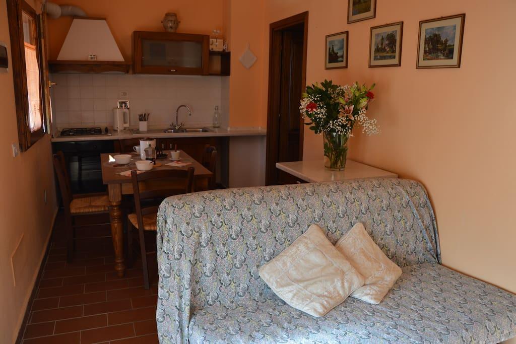 la nostra cucina, piccola ma ben arredata e completa di tutti i confort