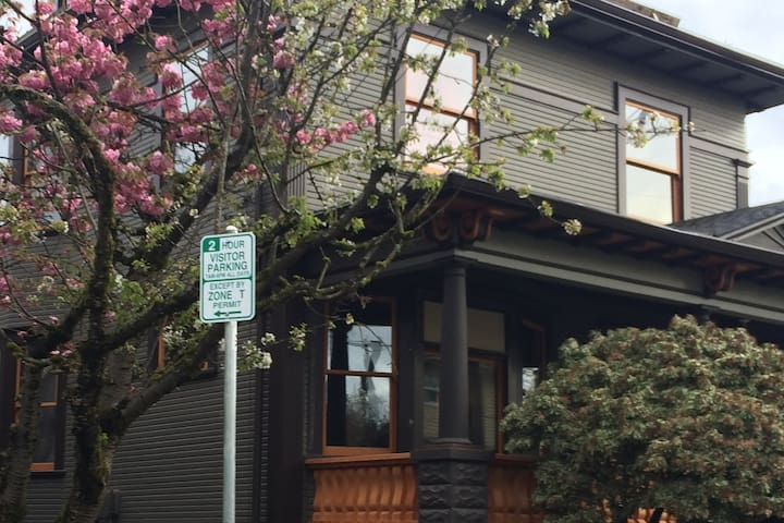 A very cool inner SE downtown Portland home!