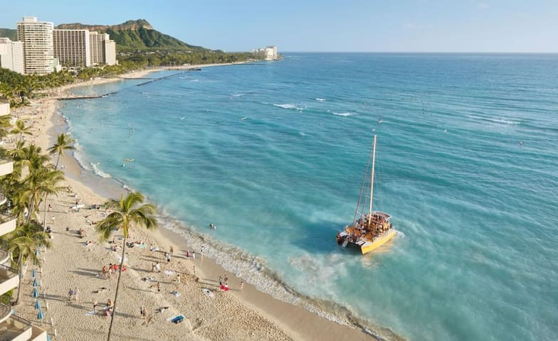 Couple's Waikiki Getaway! Lovely Unit for 2, Pool