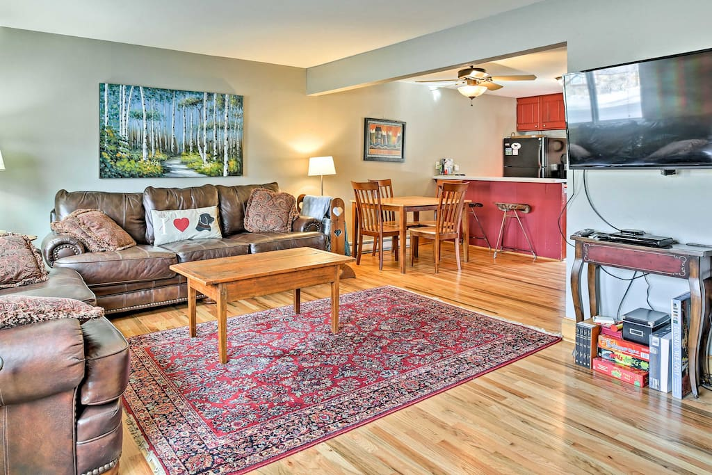 This furnished interior is perfect for 8 guests to experience the mountain life.