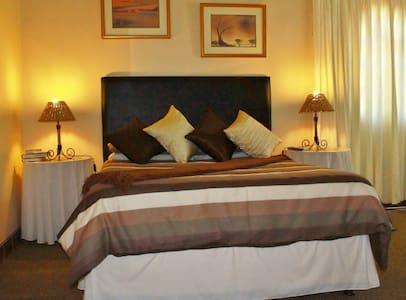 The Garden Lodge Guest House, Double room - Uitenhage - Bed & Breakfast