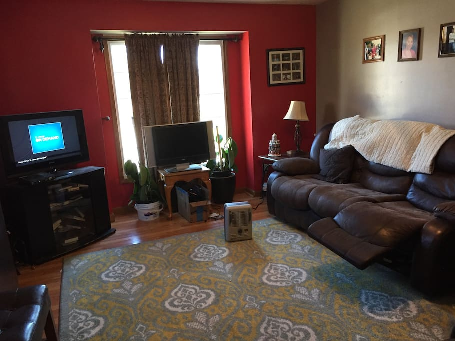 Guest shared living room with cable TV