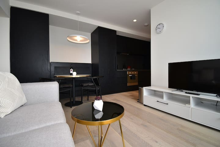 Melbourne Empire Central CBD two bedroom apartment