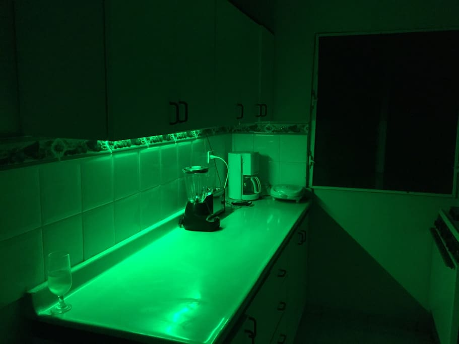 Led3 ligths0 under5 the cabinets7 to iluminated2 and decord th6  and then call45 the las62