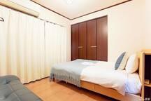 卧室3~一张小双人床加一个单人沙发床 Bedroom 3-1 small double bed plus a single sofa bed