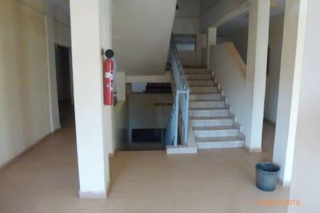 STUDIO S5, ventilé et climatisé en Résidence - Ouagadougou - Apartamento com serviços incluídos