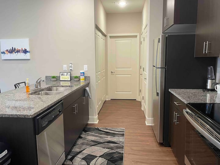 1BR Apartment with balcony near MCI Airport