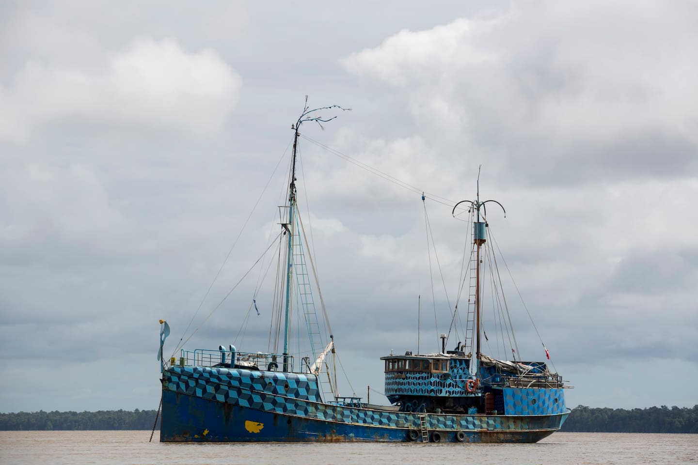 Theater Ship Azart in Down Town Paramaribo - Boats for Rent in ...