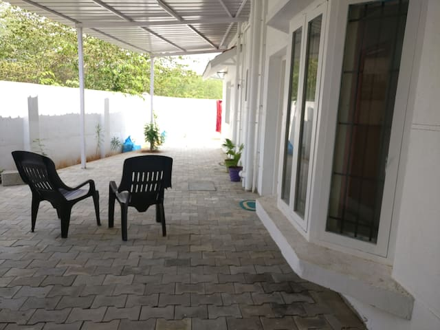 Spacious room for family in green Sholinganallur