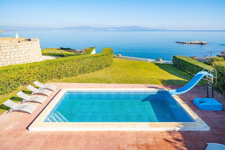 Mireia: Villa with private pool and spectacular sea views
