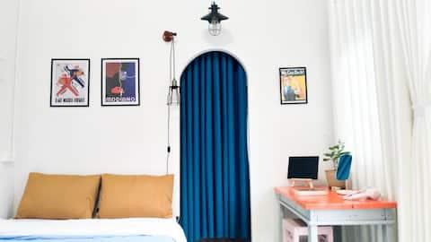 Domino-renovated central studio w balcony, kitchen