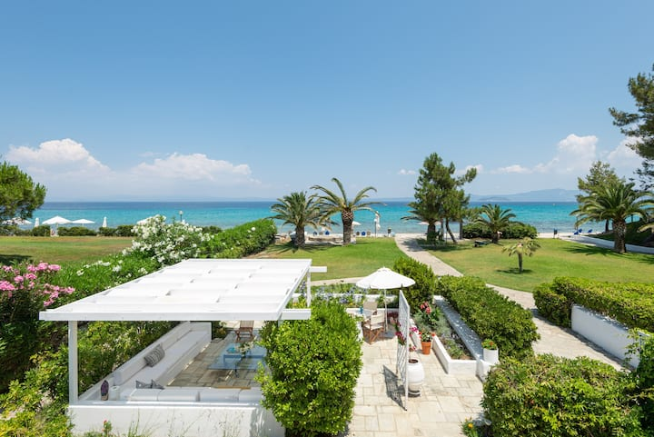 Beachfront Villa @ Pefkochori Gulf