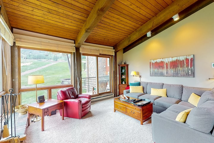 Refined ski-in/ski-out condo with ski views and shared pool & hot tub access!