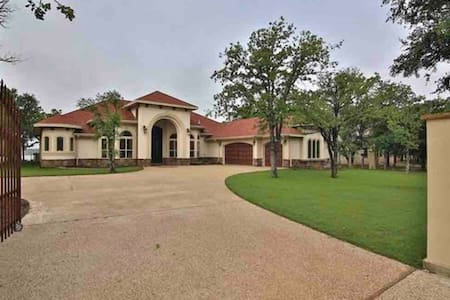 The Perfect House on Brownwood Lake