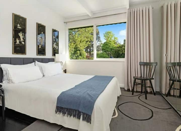 Queen Ensuite Room at ART house Wodonga