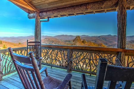 Top of the World; and views to prove it!  Spectacular mountain cabin. - Tuckasegee - Casa