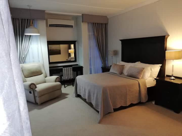 La Tranquil Main Bedroom