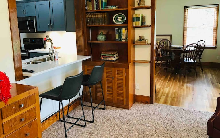 Stroll to grove, 3 BR, game wkend + 1/2 off thurs