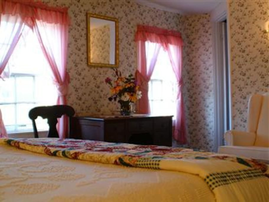 Room S4 in our 1820's farmhouse looks over the meadows and gardens and offers a queen sized bed and private bathroom with a bathtub and shower combination.