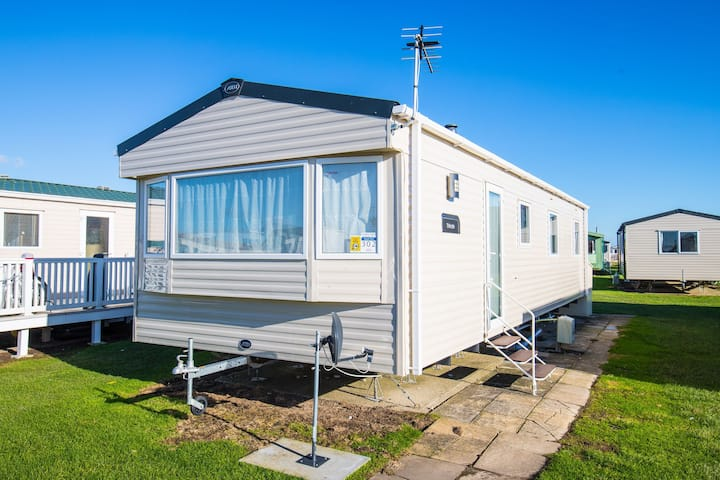 MP302 - Camber Sands Holiday Park - Sleeps 8 - Central Plot near entertainment & facilities