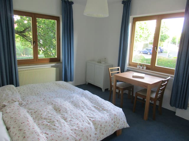 Quiet double room near the centre of Bonn
