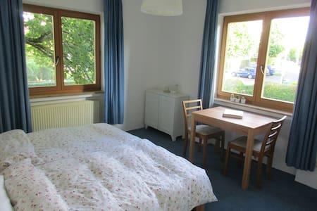 Schönes Zimmer, Nähe City und Universtätskliniken - Bonn