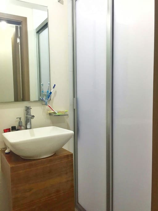 Own full bathroom, (not shared with other guests)
