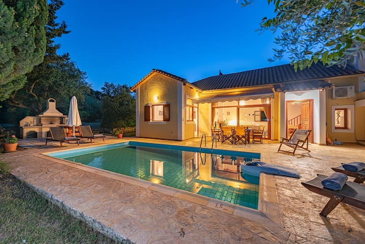 Villa con piscina privata 3 camere a 450 m da mare