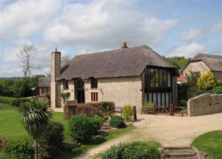 Jurassic Coast, Large Airy luxury Barn conversion, sleeps (10-12 across 5 bedrooms)