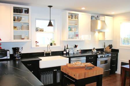 Charming renovated home near NYC - Уайт-Плейнс - Дом