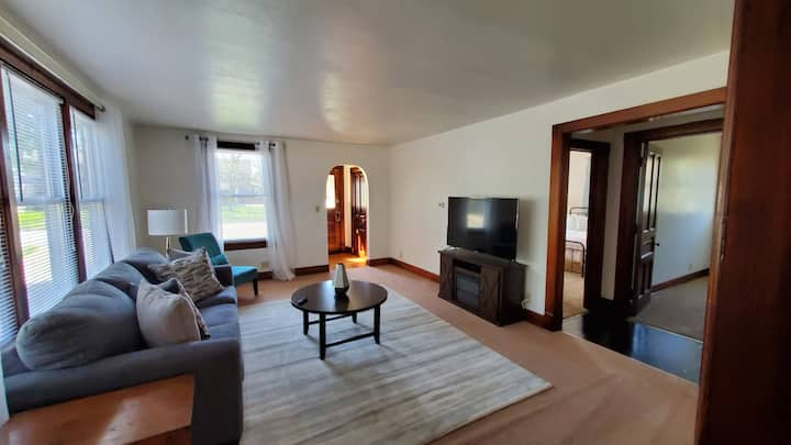 Fully Furnished 2 Bed / 1 Bath - Downtown Appleton