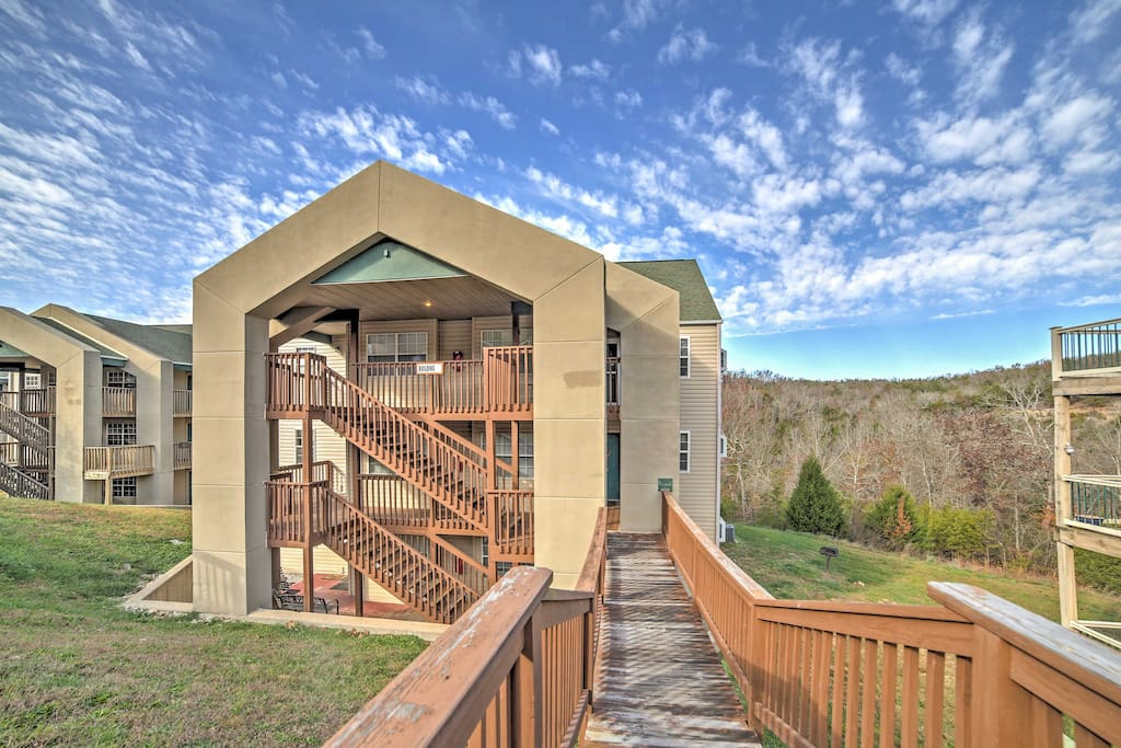 This Branson vacation rental condo can accommodate up to 6 guests.