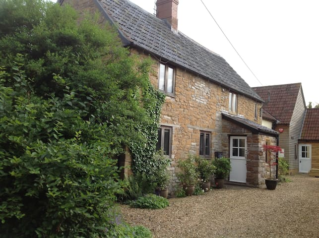 Superb Cottage & Gardens in Somerset rural village