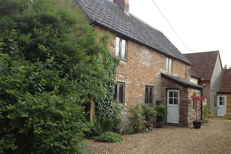 Superb Cottage & Gardens in Somerset rural village - Kingsbury Episcopi