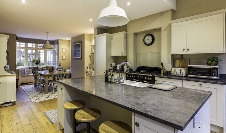 Impeccable, Stylish & Spacious House for your stay