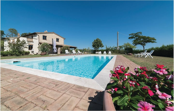 Nice home in Città di Castello PG with 6 Bedrooms