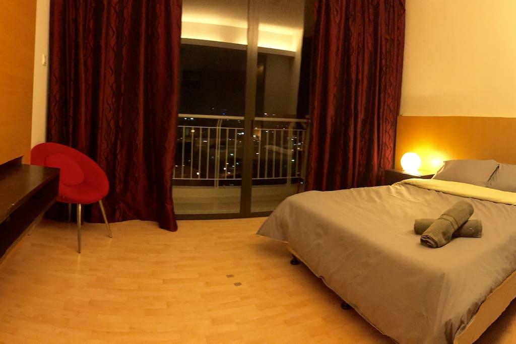 Cozy & Warm Bedroom Facing KLCC & KL Tower
