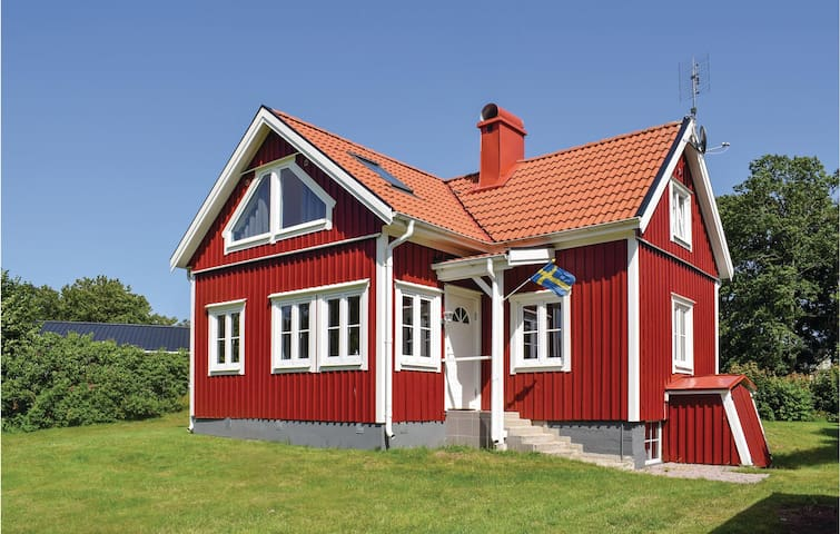 Holiday cottage with 3 bedrooms on 110m² in Bolmsö